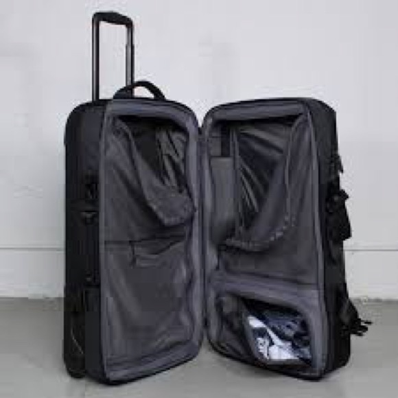 Nike FiftyOne49 Large Roller luggage. M 5bbace03aa57197a27919d32 8a431f08f7e3f